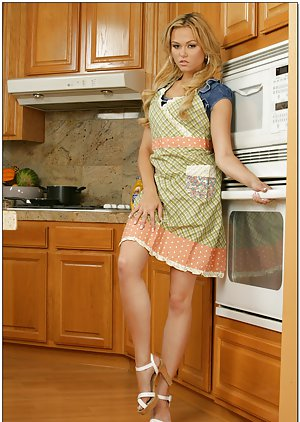 Young Housewife Pics